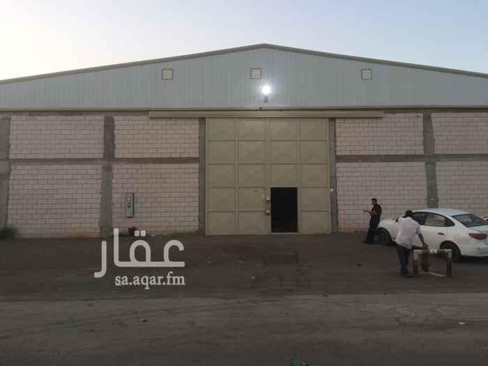 703470 مصنع للايجار (جديد) في صناعية مجاهد :  المساحة = 1200 م٢ .  يتكون من :  2 غرفة + دورة مياه + مطبخ .  الكهرباء = 380V , 150A .  • منخفض الخطورة   • مجهز بكامل التراخيص والتركيبات للدفاع المدني .  • ضمن مخطط معتمد .  الموقع :  الرياض - السلي - خلف شارع اسطنبول .  للاستفسار :  0550278111