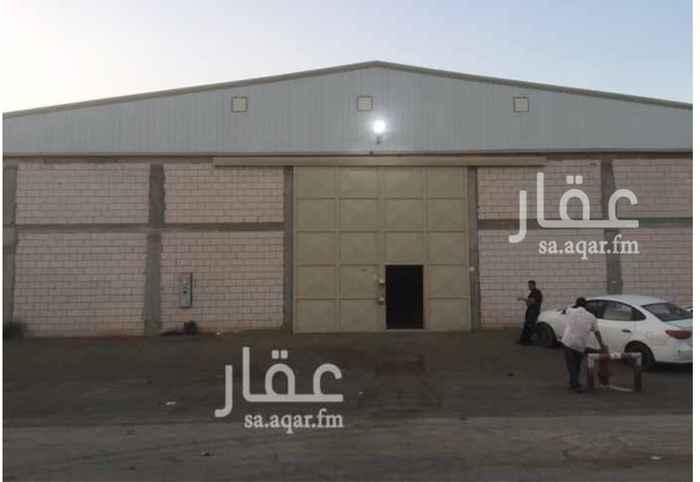 1047370 مصنع للايجار (جديد) في صناعية مجاهد :  المساحة = 2400 م٢ .  يتكون من :  4 غرفة + 2 دورة مياه + 2 مطبخ .  • منخفض الخطورة   • مجهز بكامل التراخيص والتركيبات للدفاع المدني .  • ضمن مخطط معتمد .  الموقع :  الرياض - السلي - خلف شارع اسطنبول .  للاستفسار :  0550278111