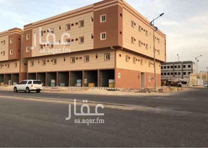 923548 عمارة للإيجار بالكامل ( جديدة )  عبارة عن = 29 شقة و 7 محلات   كل شقة عبارة عن : 3 غرف  1 صالة  1 مطبخ   2 دورة مياه   كل محل عبارة عن :  المساحة = 40 م٢ ، و يوجد دورة مياه مستقلة   • يوجد في العمارة مصعد   • مع إعطاء المستأجر شهرين مجاناً   الموقع  :   الدمام - الشعلة - شارع الإمام محمد بن عبدالوهاب .  للإستفسار :   0550278111