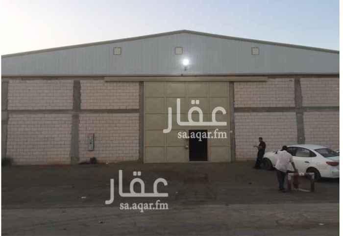 1238660 مصنع للايجار (جديد) في صناعية مجاهد :  المساحة = 3200 م٢ .  4 بوابات .  يتكون من :  4 غرفة + 4 دورة مياه + 4 مطبخ .  • منخفض الخطورة   • مجهز بكامل التراخيص والتركيبات للدفاع المدني .  • ضمن مخطط معتمد .  الموقع :  الرياض - السلي - خلف شارع اسطنبول .  للاستفسار :  0550278111