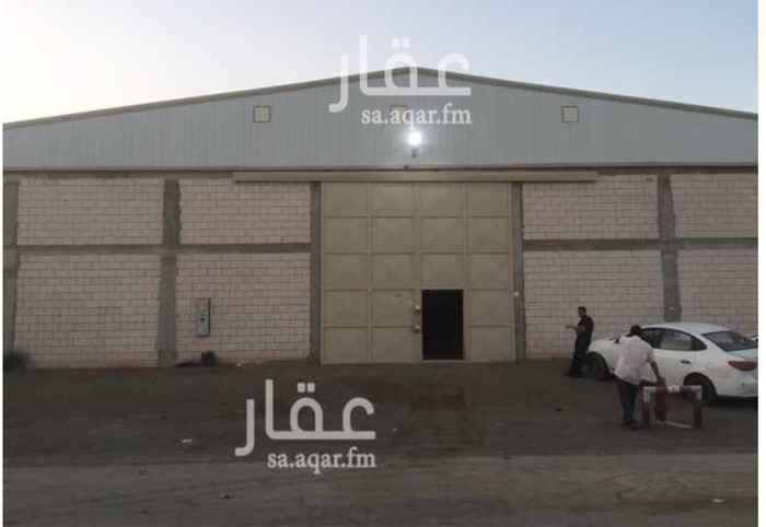 1299931 مصنع للايجار (جديد) في صناعية مجاهد :  المساحة = 840 م٢ .  يتكون من :  غرفة + دورة مياه + مطبخ .  الكهرباء = 380V , 150A .  • منخفض الخطورة   • مجهز بكامل التراخيص والتركيبات للدفاع المدني .  • ضمن مخطط معتمد .  الموقع :  الرياض - السلي - خلف شارع اسطنبول مباشرة .  للاستفسار :  0550278111