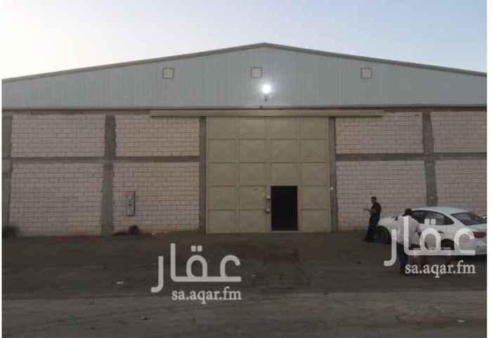 1068705 مصنع للايجار (جديد) :  المساحة = 1200  م٢ .  يتكون من :  2 غرفة + دورة مياه + مطبخ .  الكهرباء = 380V ,150A .  • منخفض الخطورة   • مجهز بكامل التراخيص والتركيبات للدفاع المدني .  • ضمن مخطط معتمد .  الموقع :  الرياض - السلي - خلف شارع اسطنبول .  للاستفسار :  0550278111