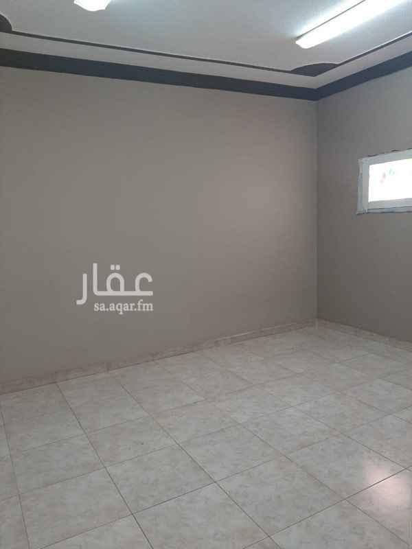 1647652 شقة للايجار  ٣ غرف ١ صالة مطبخ ٢ دورة مياه  بالإضافة إلى : •• الماء +الغاز مركزي ( مجاناً ) الموقع : الرياض - الروابي - شارع عنيزة  للاستفسار : 0556258886