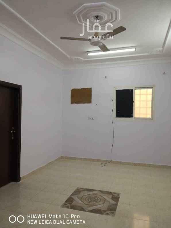 1642497 للايجار شقة صغيرة غرفتين فقط ولا يوجد سطح والكهربا مشترك والايجار سنوي 10000 وشهري 850