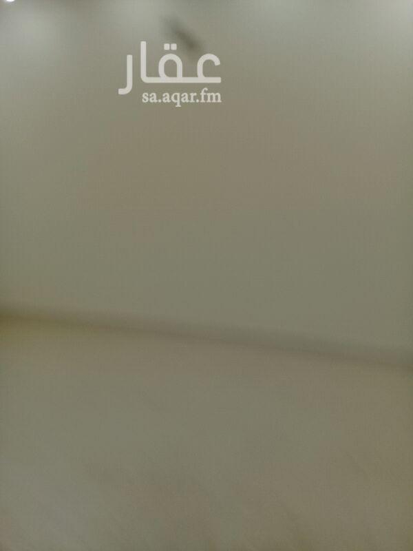 1355797 شقه للايجار حي العارض شمال طريق الملك سلمان شرق طريق الملك عبد العزيز وشمال شارع ريحانه  تتكون من مجلس وصاله ومطبخ وغرفتين نوم ودورتين مياة في فله الدور الثاني  مطلوب 1500شهري  للتواصل شركة الإيوان العقاريه  0554343734 0550380813