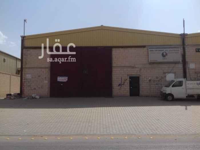 1544910 مستودع  للايجار بحي السلي  شارع شبه الجزيره  عرض ٦٠ متر مساحته ٦٠٠ متر  للتواصل. 0502444460