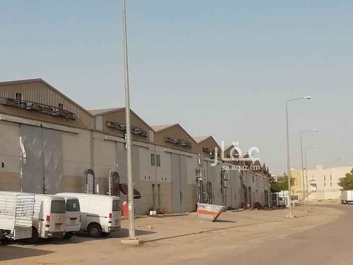 1556702 مستودعات على طريق الحائر حي المصانع مقابل الحراج الجديد منها 4 مستودعات كل مستودع مساحه 440 متر كامل الخدمات والترخيص للتواصل 0558881855
