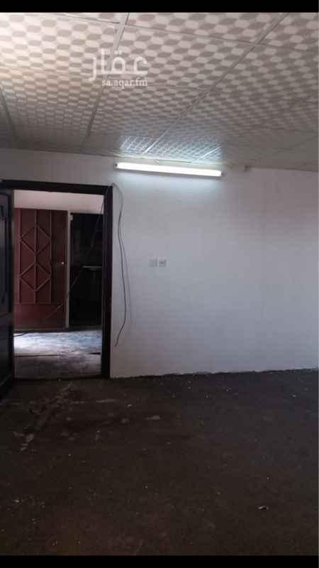 1643659 غرفتين وصالة وحمام والمطبخ راكب ..  حي المصيف للايجار سنوي عوائل .