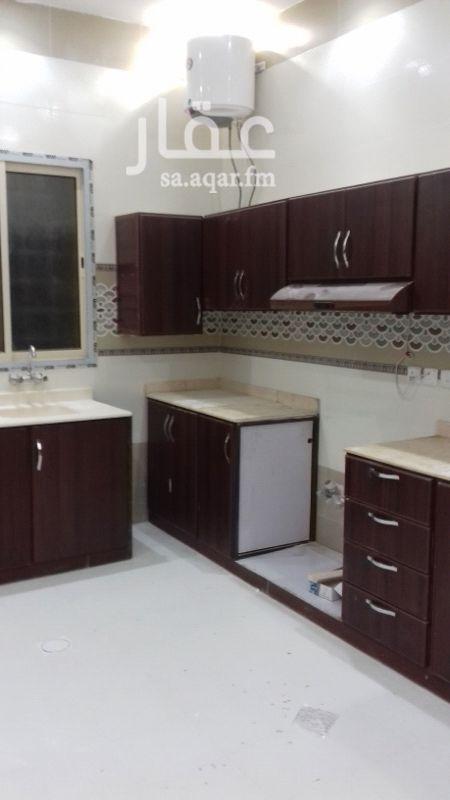 1478711 شقة مستخدمة جيدة للإيجار بفيلا  ٣ غرف وصالة ومطبخ و٢ حمام  مطبخ راكب و٢ مكيف اسبيلت راكب 0569561308 0509527612