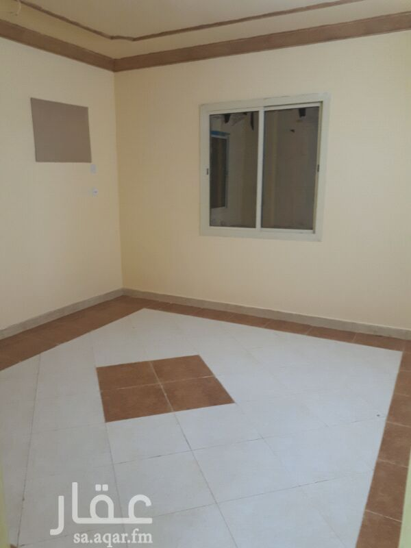 1336821 للايجار  شقه سكنيه مكونه من خمس غرف  في حي زهرة العمره بالقرب من الدائري الثالث