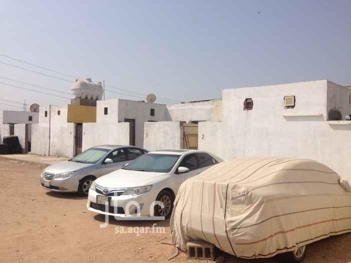 1198220 سكن وحوش كبير وكهرباء عداد ٨ غرف كبيره مع حمام ومطبخ مستقل ويوجد حسب المساحة المحتاجها