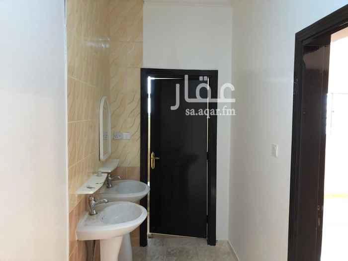 1277936 ((التواصل واتس اب ))  شقة ثلاث غرف +صالة +(مطبخ مع مستودع) +دورتين مياه في الدور الاول  قريبة من الخدمات التالية  :  جامع+ مدارس+ سوبر ماركت+حديقة