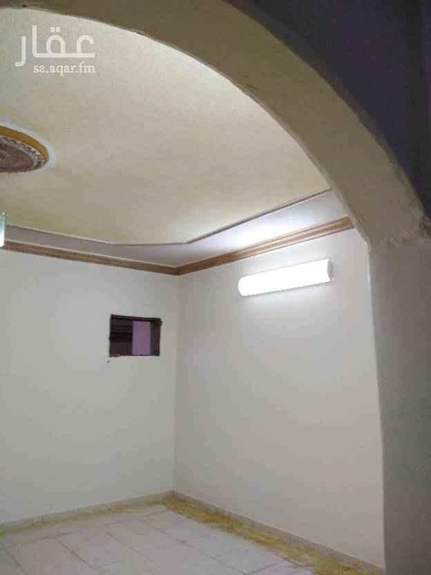 1629718 للايجار دور علوي يتكون من ثلاث غرف نوم ومجلس ومقلط وثلاث حمامات مدخلين