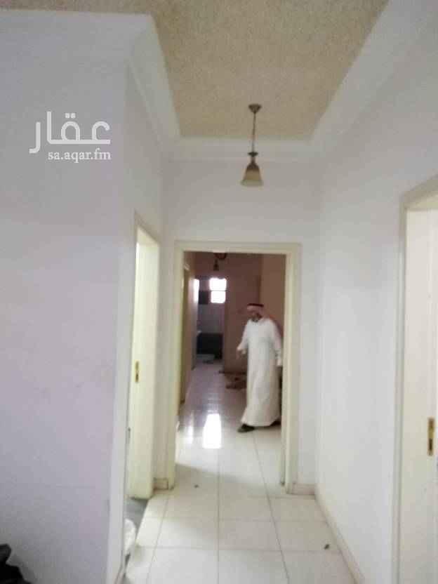 1691215 للايجار شقه تتكون من أربع غرف وصاله كهرباء مستقل في عماره عزاب عماره جديده