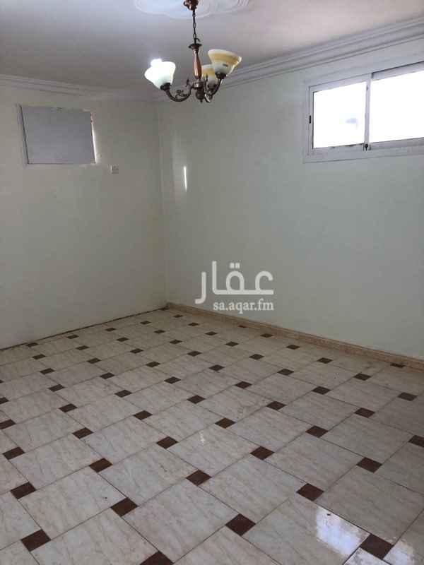 1751897 شقة للايجار بحى الخليج العبيدان الغربى بالسطح مكونه من غرفتين نوم ومجلس وصالة و2 حمام معاها سطح