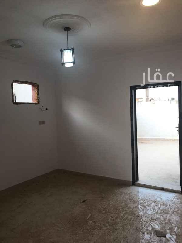 1647490 شقه في السطح  ٣ غرف وصاله ومطبخ ودورتين مياه  مجدده بالكامل  عداد مستقل  قريبه من الخدمات والمدارس
