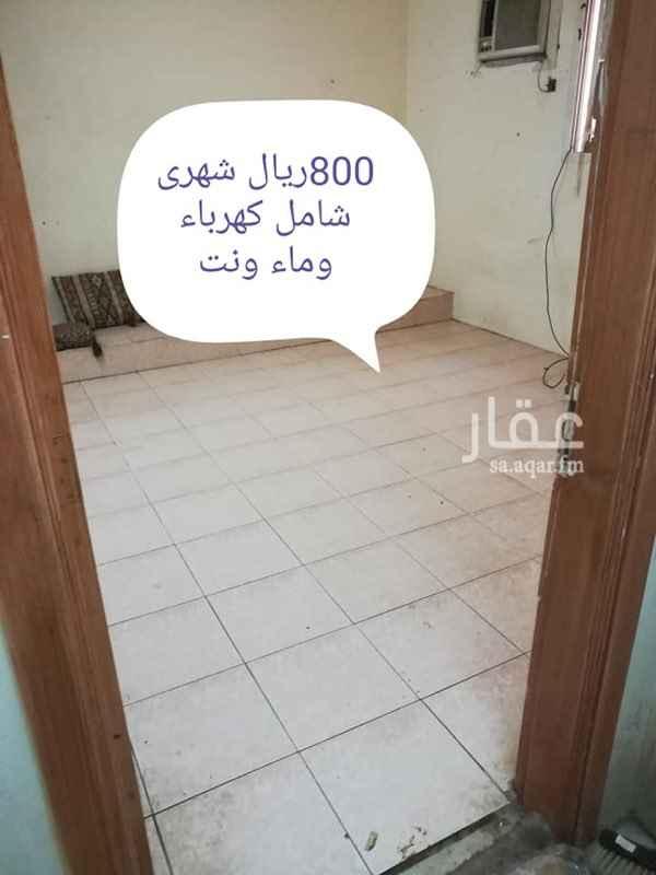 1713871 غرف عزاب  الحمام والمطبخ مشترك  متوفر عدد سبع غرف  الايجار ٨٠٠ ريال في الشهر شامل الكهرباء والماء