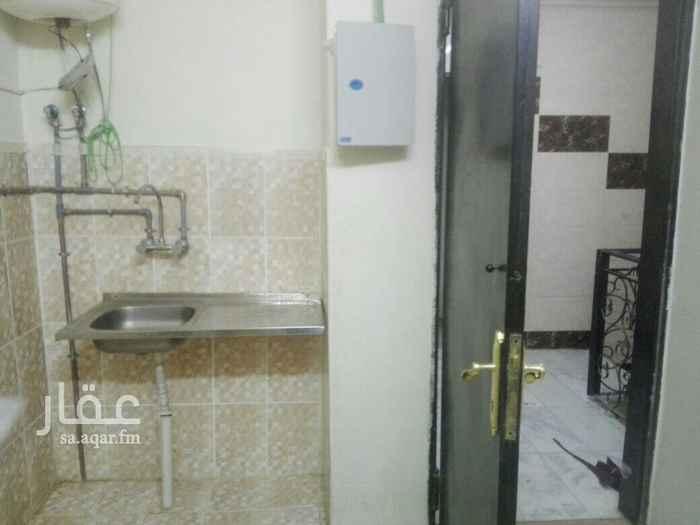 1635439 غرفة عزاب مكيفة يوجد حمام ومطبخ مستقل شارع عسير امتداد طريق المدينة المنورة ايجار شهري ٦٥٠ ريال شاملة الماء والكهرباء للتواصل 0553304073