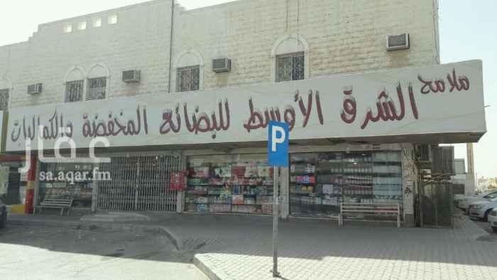 محل للتقبيل في حي غرناطة في الرياض