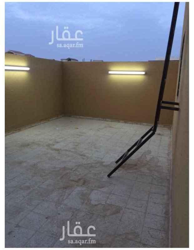 1349740 شقة مع السطح مجلس وصالة وغرفتين نوم ومطبخ ودورتين مياة