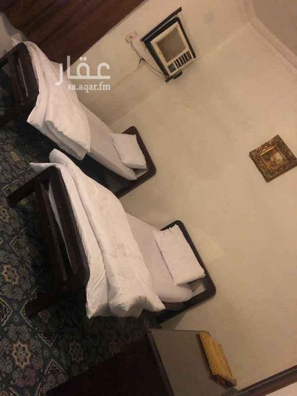 1819969 شارع الملك فهد ال60 مع حراء بعد كبري قريش  غرفتين وصاله ومطبخ  يوجد في العماره  حارس ومصعد  وكل الخدمات متاحه تحت العماره
