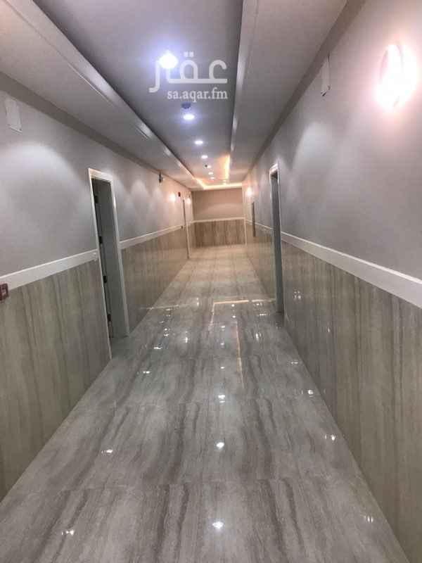"""1754457 شقق عوائل للايجار غير مفروشة باسعار مناسبة """"قابلة للتفاوض """" تشطيب فاخر تتكون من : 2 غرف و صالة و حمامين.  وتتكون من : 1 غرفه وصالة وحمام. موقعها : الحزم- الرياض. المميزات: يوجد بها باركينج سيارات بالقبو - ومصعد - سخان لكل حمام - مخرج طوارئ. 0552173707"""