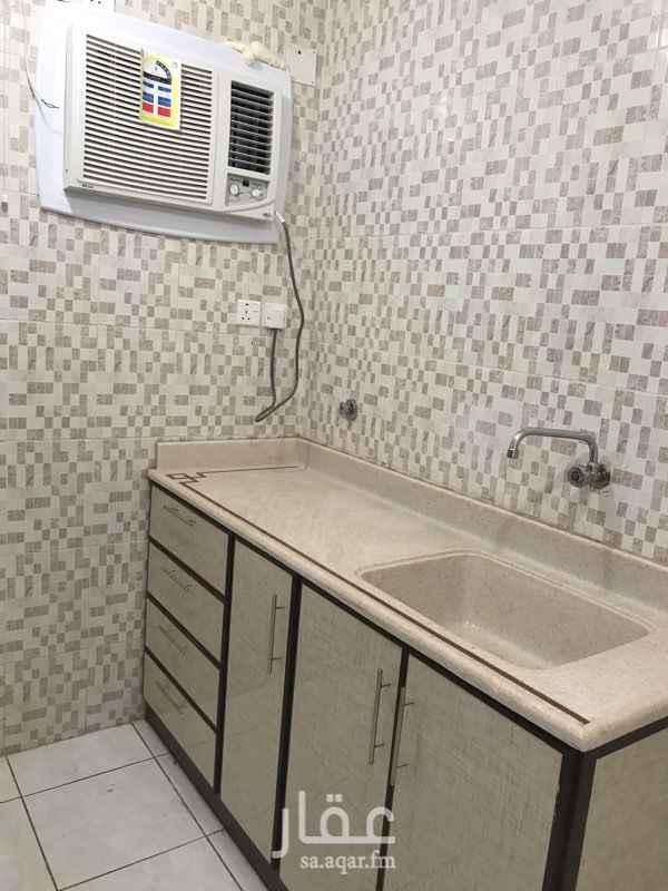 1290429 ثلاث غرف وصالة ومطبخ وحمامين ، الشقة جديدة لم تُسكن بعد ، يوجد بالعمارة مصعد ، الصرف الصحي والماء على المالك .