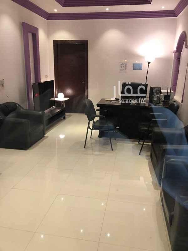 1549702 على شارع الملك عبدالعزيز إيجاره 35000 راح منها شهرين  قابل للتفاوض مكتب خدمات إلكترونيه للتقبيل