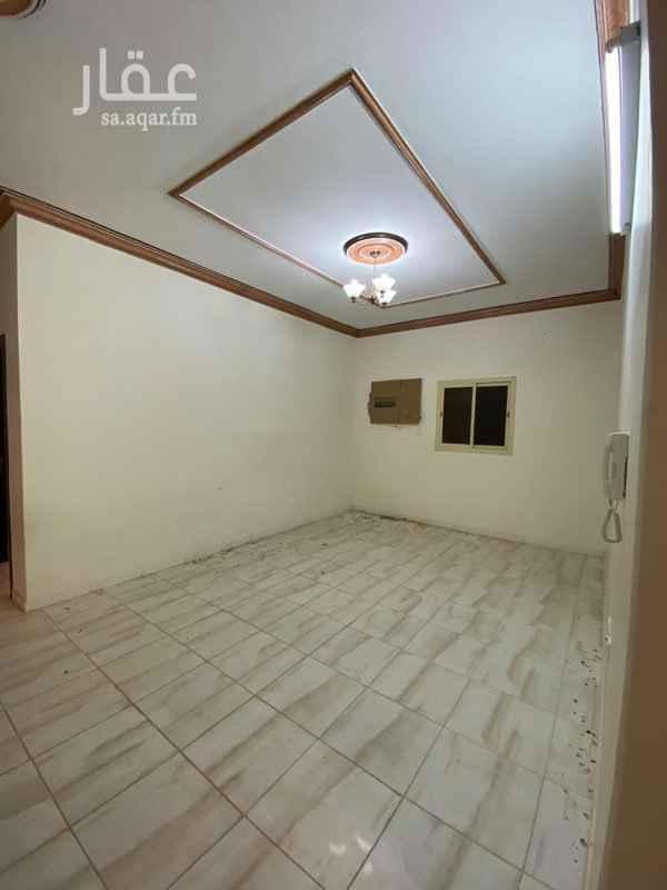 1807526 للايجار شقة ثلاث غرف وصالة ومطبخ وحمامين مع سطح ٤*٤م بالدور الثالث ضمن ڤيلا سكنية بحي اشبيليا بالرياض قريبة من الطرق الرئيسية والخدمات