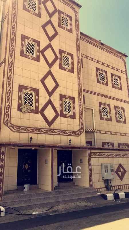 1493956 حي جديد ويوجد شقه ارضيه ودور ثاني ودور ثالث والاجار مريح جدا ويوجود مسجد قريب وخدمات