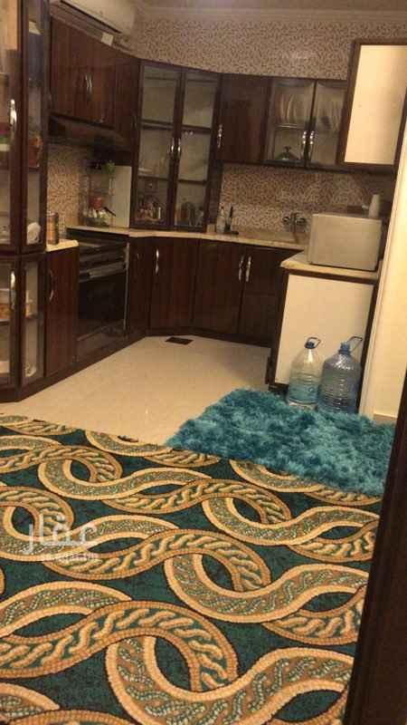 1524001 شقة مكونة من4 اربع غرف.  يوجد. 5 ميكفات اسبيلت. بكل غرفة وفي المطبخ  المكيفات جددديدة  يوجد شتر للدرايش  يوجد بدروم كبير للسيارات  وبقالة تحت العمارة