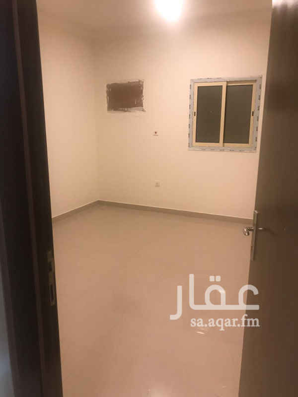 1693749 شقه اربع غرف وصاله + غرفه ماستر مع حوش صغير  جديده في مجمع سكني