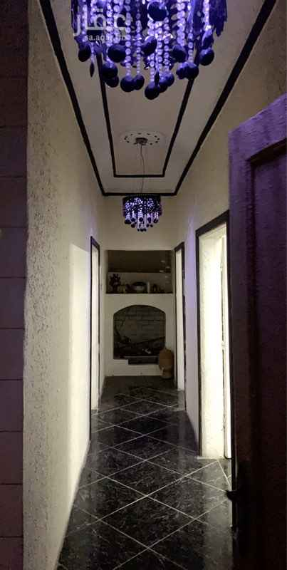 1622636 شقة بمدخل خاص وسطح خاص مكونه من ٤ غرف ودوتين مياه ومطبخ راكب