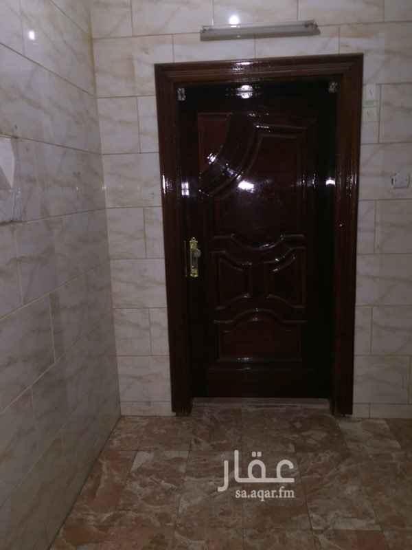 1592235 للايجار شقة ثلاثة غرف وصالة ومطبخ وحمامين