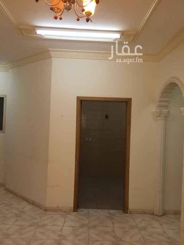 1064981 شقه مكونه من ٤ غرف وصاله ٢حمام ومدخلين مطبخ عداد الكهرب مستقل