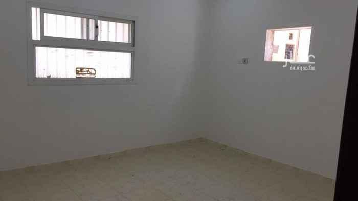 1585843 شقة في الدور الأول تم ترميمها قبل الاجار مدخل مستقل يوجد بها غرفه في السطح ومخزن