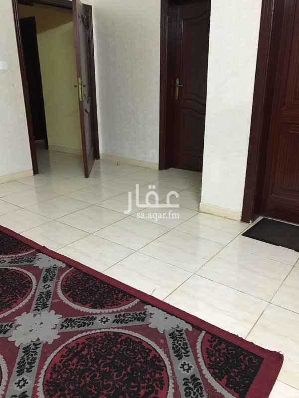 1306416 الحرازات وادي عشير - امام صراف الراجحي  (يوجد حوش ومدخلين )
