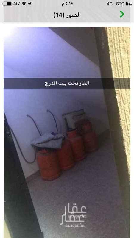 """1645729 السعر : 16500 ريال شقة للإيجار في حي ظهرة لبن ، الرياض شقة نظيفة جداً تتكون من : مدخلين  واربع غرف  وصالة  ومطبخ  ودورتين مياه  الغاز تحت بيت الدرج العداد مشترك مع الجار .  مع العلم بان فاتورة الكهرباء تقسم على الشقتين (١) (2) اجار سنوي  * شقة رقم (1 ، 2) (15000)  نصف سنوي * شقة رقم (1 ، 2) (16500) #(8250)  شهري بعد دفع الستة اشهر الاولى  * شقة رقم (1 ، 2) (1400)#(16800)  ملاحظة هامة / عداد الكهرب المشترك يقسم على (الشقتين رقم """"1&2"""") مع العلم بأنه مهما حصل لن يتم العمل بأي عرض اوطلب بهذا الخصوص."""