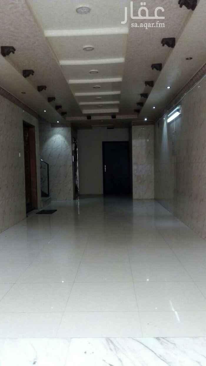 1391056 شقة للإيجار مكونه من ثلاث غرف وصالة ومطبخ ودورتي مياه الكهرباء مستقل مجدد بالكامل