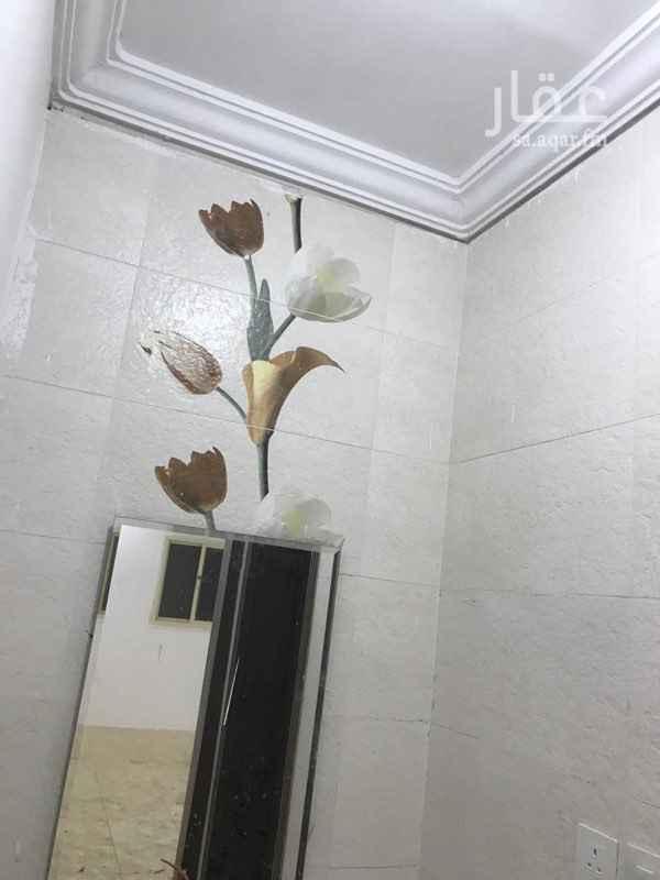 1722056 شقة جديده مكونه من اربع غرف في حي الحرازت قريبه من محطة المستقبل