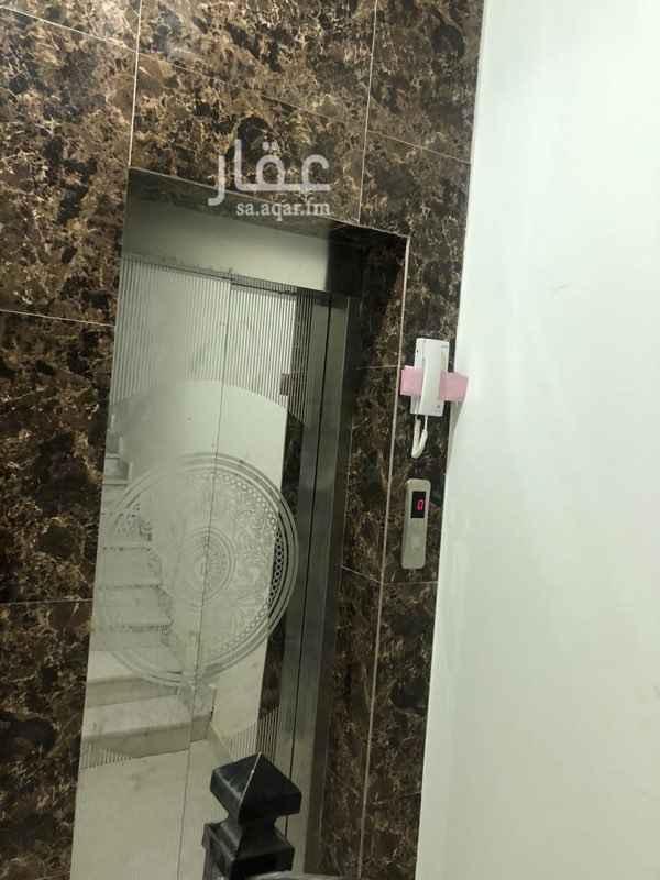 1632258 شقة في فلة جديدة مكونة من 3غرف نوم و دورتين مياة و صالة و مطبخ. في الدور الاول  يوجد مصعد