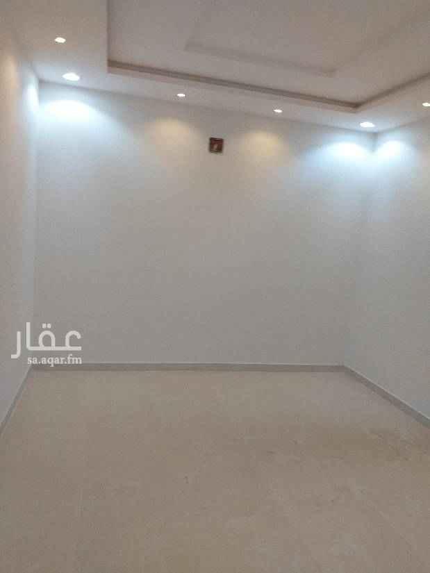 1115287 شقه ممتازة  الكهرباء مستقله شارع نجم الدين الأيوبي خلف البيك مساحة البيت 550م 0533649665