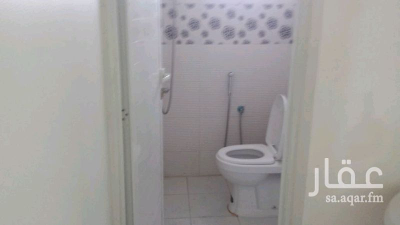 1172916 شقة ثلاث غرف وصالة ودورتين مياه بالدور الثاني حي الخليج العداد مشترك قريبة من شارع ابن الهيثم السعر ١٦الف