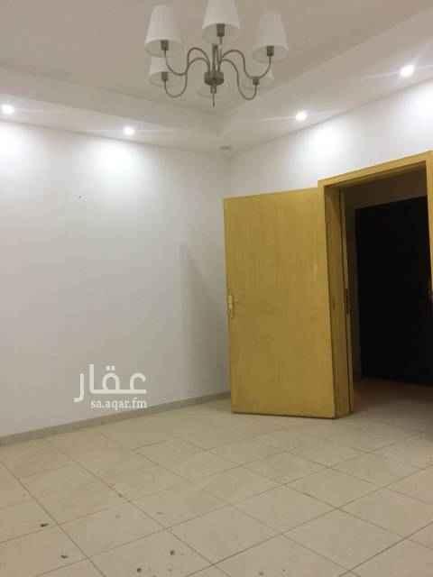 1703769 شقة ثلاث غرف وصالة ودورتين مياه ومطبخ جزء من المطبخ راكب نظيفة بحي اليرموك العداد مشترك. مدخلين. السعر ١٨ الف دفعتين ١٩الف شهري. الموية ١٠٠٠ ريال في السنة. العائلة صغيرة