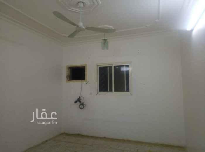 1796608 شقة بحي الخليج  العبيدان بالدور الثاني .٤غرف وصالة ودورتين مياه. العداد مشترك. السعر ٢٢ الف. واحتمال يقبل شهري
