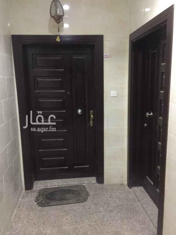 1477154 شقة للايجار مكونة من : ثلاث غرف  مدخلين  صالة  حمامين  مطبخ