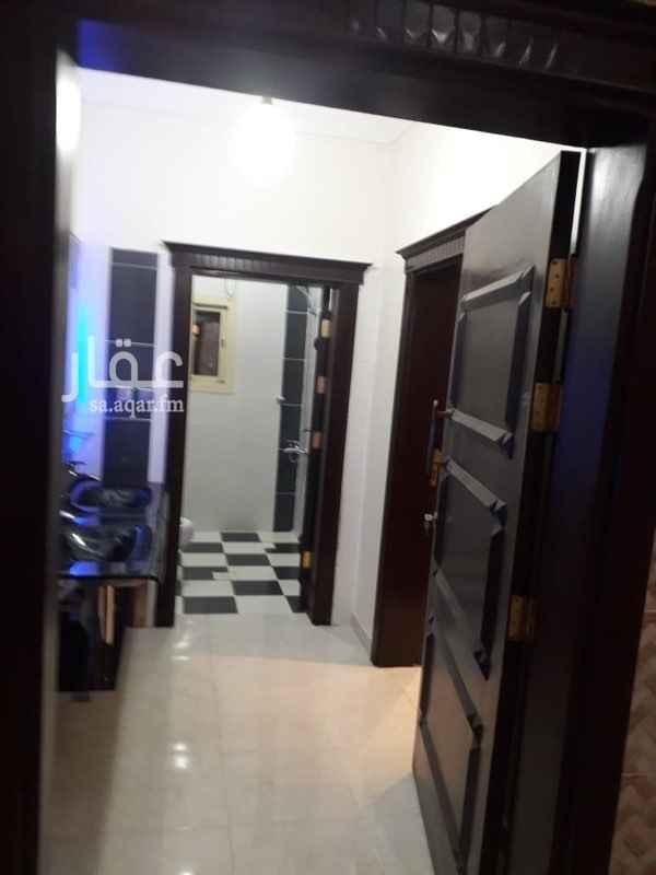 1514671 شقة مكونة من : خمس غرف  مدخلين  ثلاث دورات مياه  صالة  مطبخ  الايجار ٣٠ الف ريال دفعتين