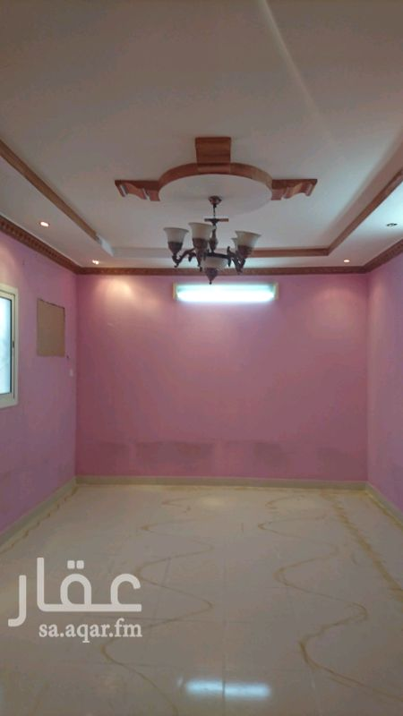 1348924 شقة عوائل في فيلا 3غرف وصاله والمطبخ راكب مع السطح مستخدم نظيف والكهرباء مستقل