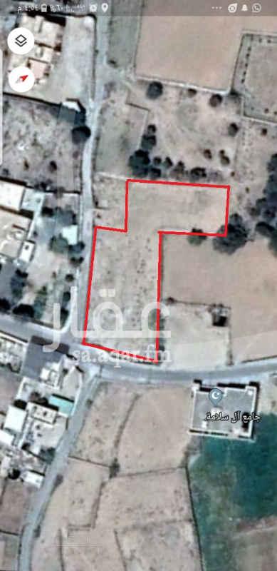 1618143 أرض بالنماص غرب سوق الخضار  مساحة 2300  عليها سور مسلح  موقع ممتاز مستوي  على شارعين  سكني  يصلح للبناء