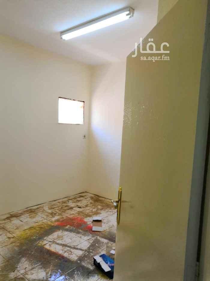 1631537 شقة داخل فيلا بحي الضباط شارع البراء بن عازب مكونة من ثلاث غرف وصالة وحمامين ومطبخ